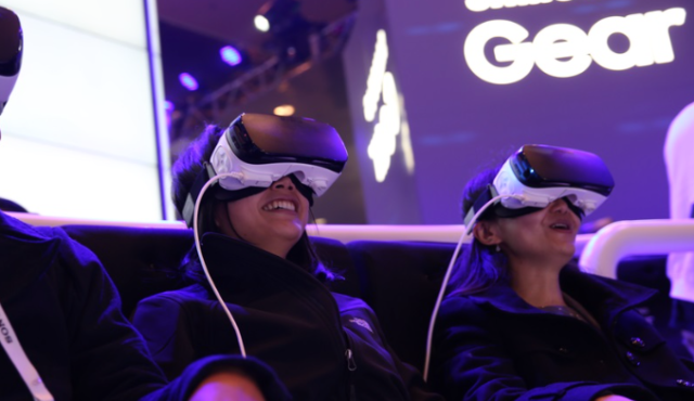 Facebook_ordina_8000_Gear_VR_a_Samsung