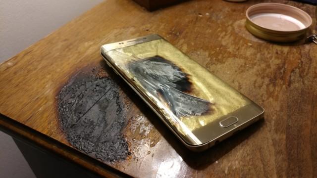 Galaxy S6 Edge esploso: le immagini