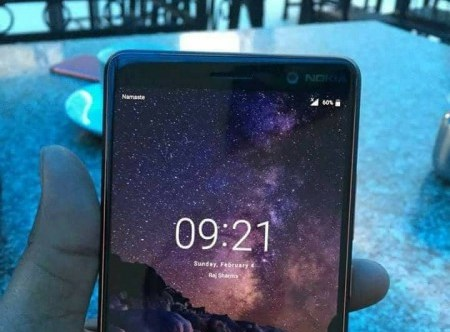 Nokia 7 Plus si mostra nella prima immagine dal vivo