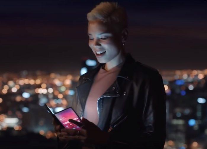 Smartphone pieghevole Samsung Galaxy F