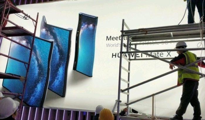 Huawei Mate X smartphone pieghevole
