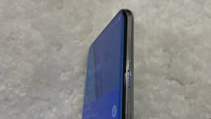 OnePlus 9 Pro display curvo